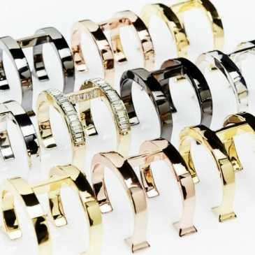 image-of-ch-insignia-jewelry-1-ch-carolina-herrera-700x525